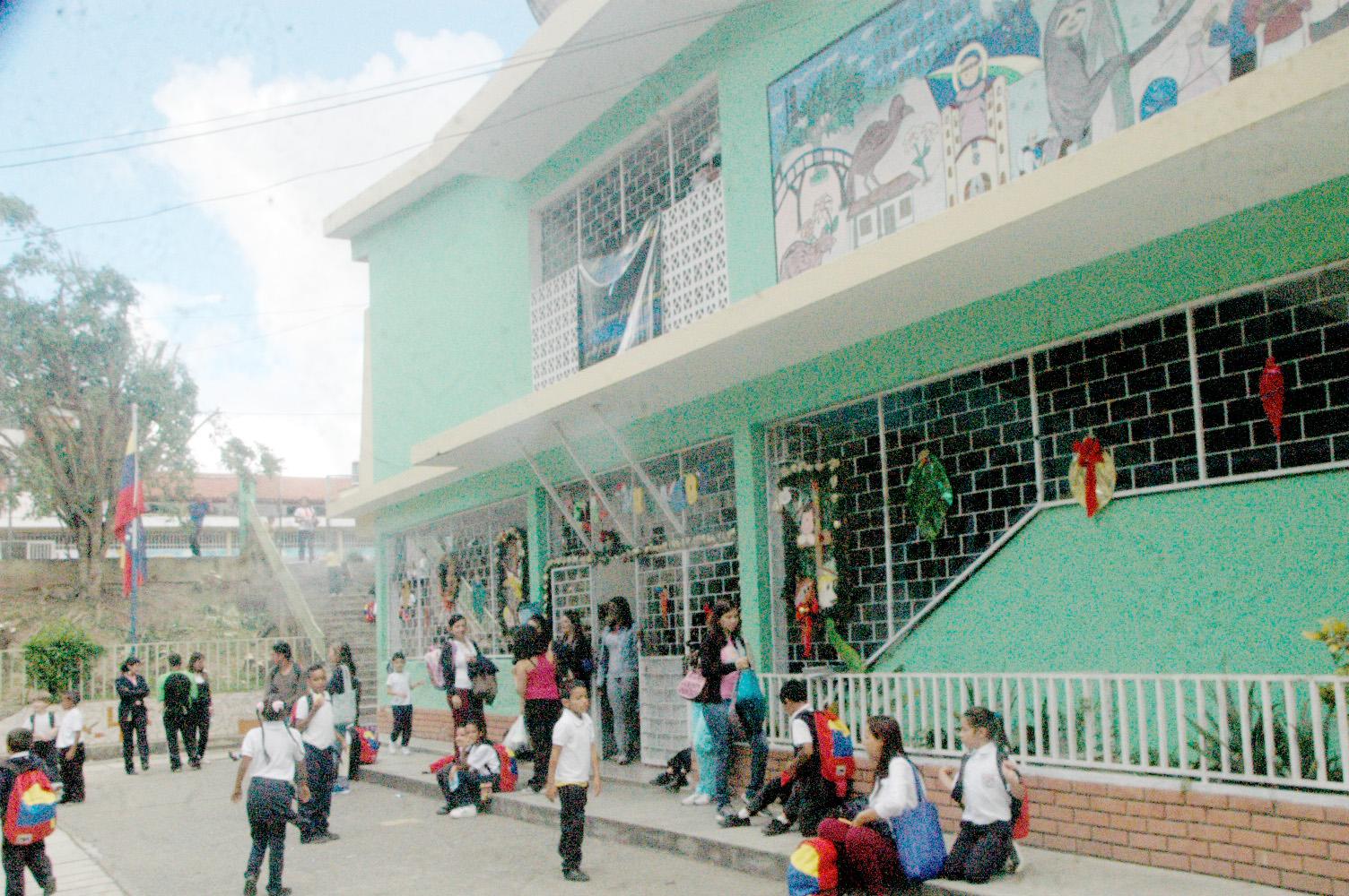 Recuperan espacios de Escuela Básica Los Salias
