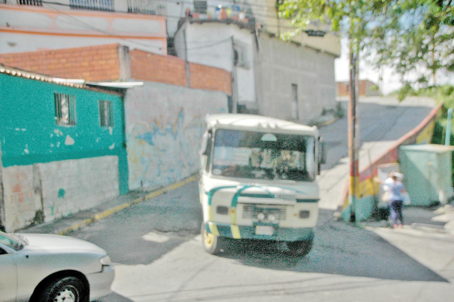 Claman por más transporte en La Matica
