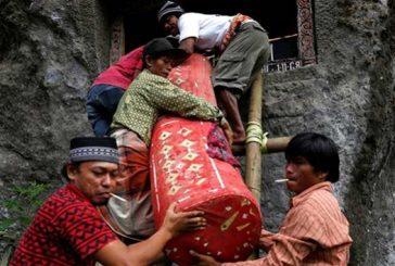 Familia en Indonesia vivía con cuerpos de familiares esperando que resucitaran