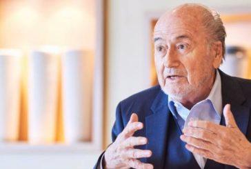 Blatter demandaría a la FIFA para limpiar su nombre