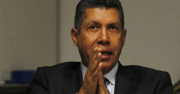 Henri Falcón formalizó su candidatura ante el CNE para elecciones presidenciales