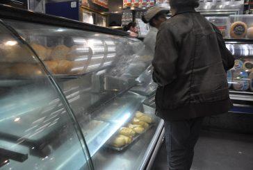 La gente se acostumbró a hacer colas por pan