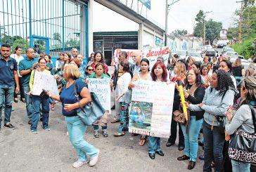 Protestan docentes