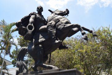 Estatua del Libertador resguarda parte de nuestra historia