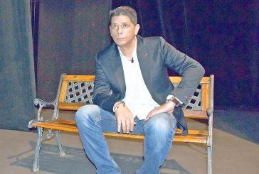 Carlos Cruz lleva 35 años seduciendo  al público venezolano