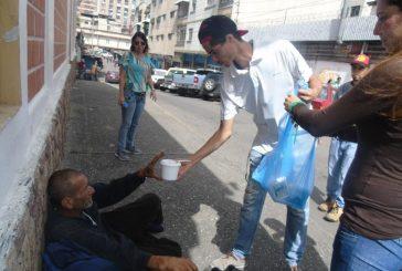 Personas en situación de calle recibieron comida por parte de La Fundación Los Teques
