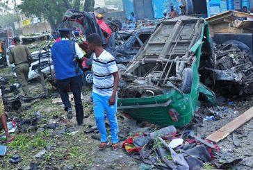 Dos vehículos bomba estallan cerca de un hotel en la capital de Somalia