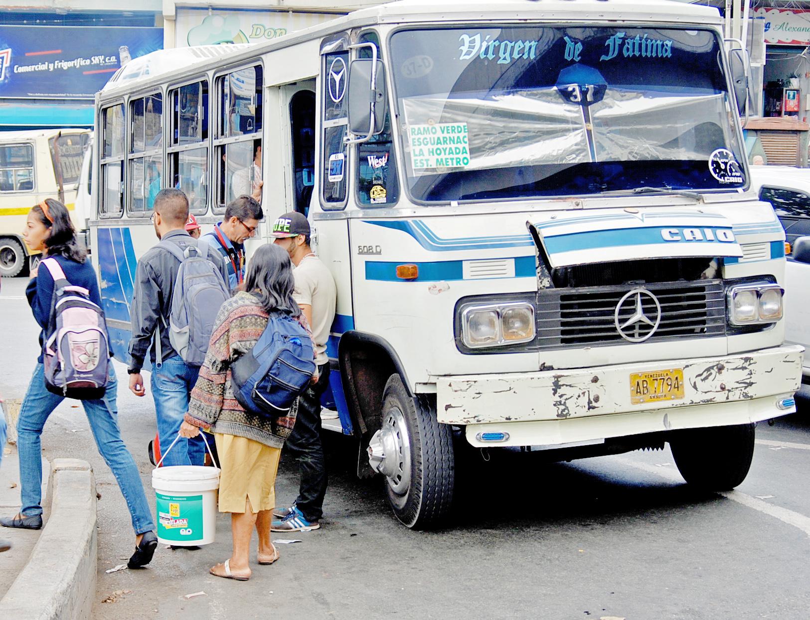 90% de líneas de autobuses tienen las concesiones vencidas