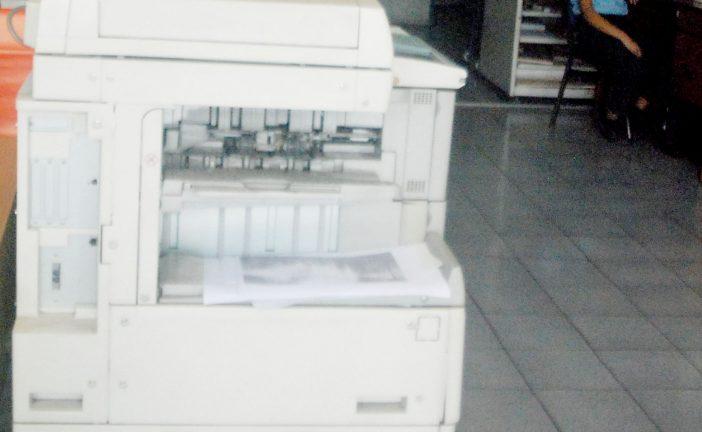 Pagar por servicios de centro de copiado es imposible