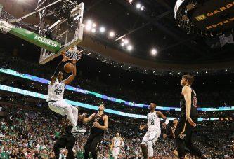 Boston se impone a los Cavs y acaricia las finales de la NBA