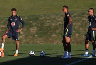 Neymar ya se entrena con Brasil