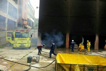 """Fuerte incendio se produjo en el depósito de """"Full Flores"""""""