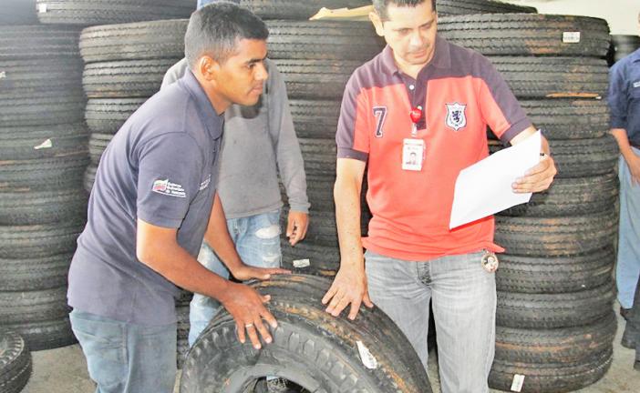 Transportistas recibieron  dotación del Gobierno estadal