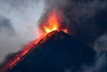 Actividad del volcán de Fuego en Guatemala obliga a continuar las evacuaciones