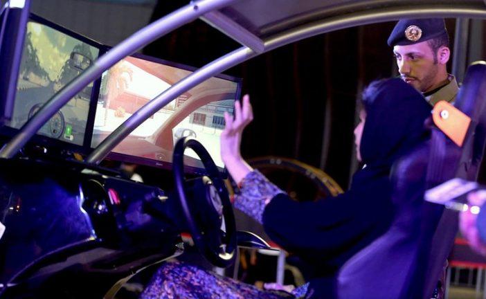 Arabia Saudita levanta prohibición de mujeres para manejar