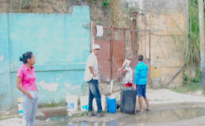 Claman por el suministro de  agua en sector Corralito