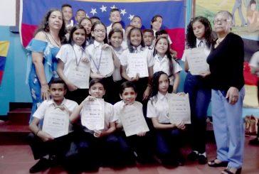 Rodríguez López gradúa  a su promoción de sexto
