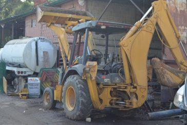 Recuperan camión de bacheo, cisterna y retroexcavadora