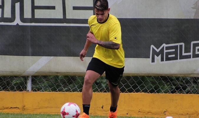 Ronaldo Lucena estará fuera ocho meses
