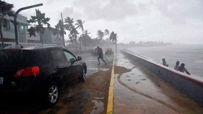 Florence baja a categoría 3 mientras se aproxima a costa sureste de EEUU