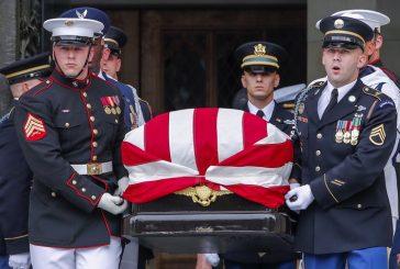 Entierran al senador McCain en el cementerio de la Academia Naval de EEUU