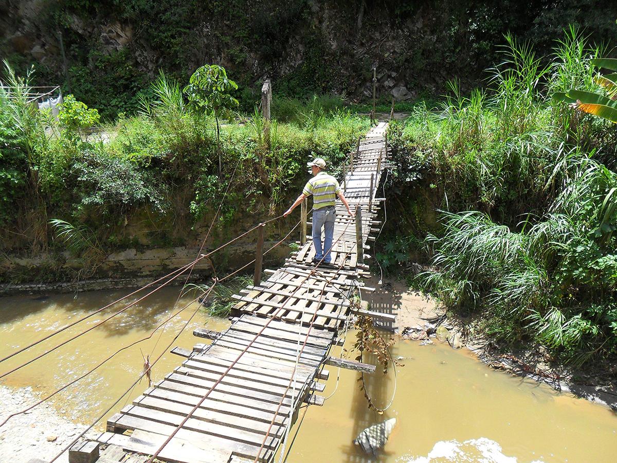 Puente colgante causa pavor en Zenda