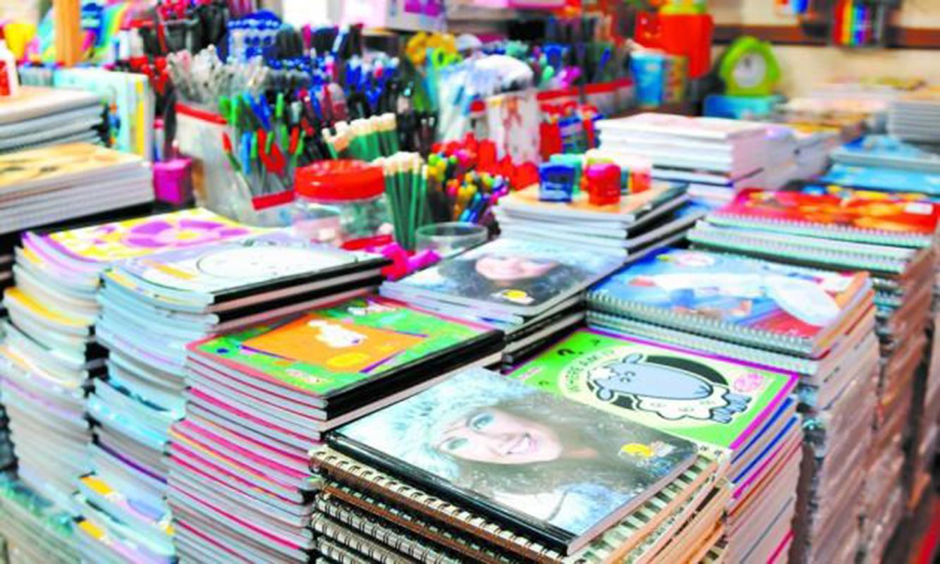 Padres siguen en aprietos para comprar útiles escolares