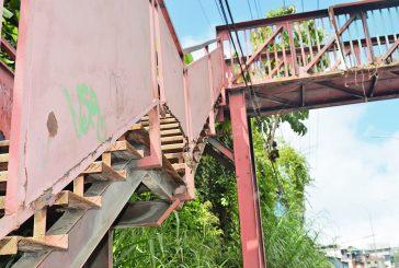 """""""Da miedo caminar por la  pasarela de Los Nuevos Teques"""""""