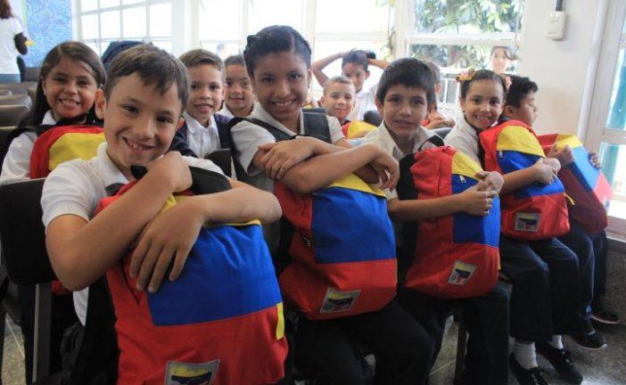 Prevén entregar útiles y uniformes a 400 mil alumnos mirandinos