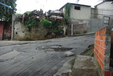Llevan dos años esperando asfaltado en calle Falcón