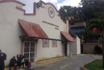 CDI de Carrizal entrega récipes en hojas recicladas